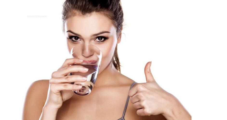 beneficios de beber agua purificada