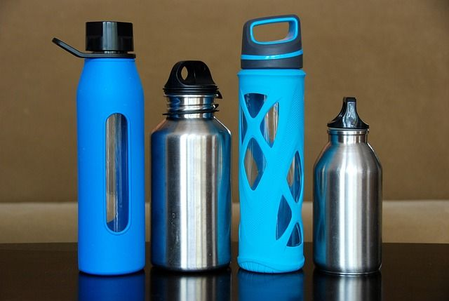 botella de plástico reutilizable